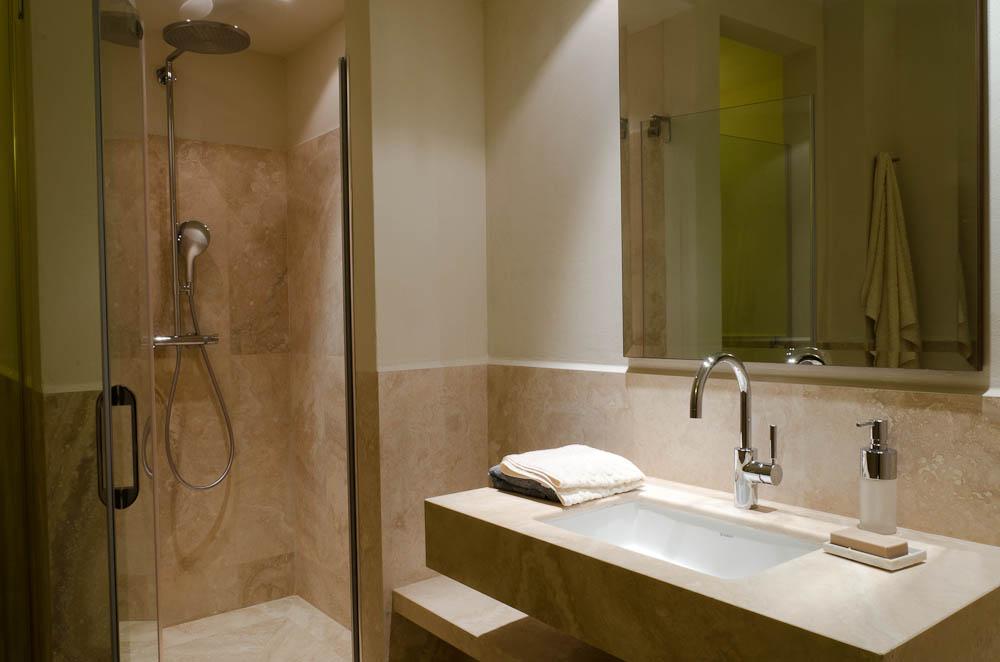 Bagno con doccia in muratura [tibonia.net]